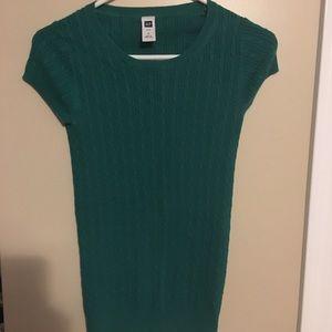 Small gap sweater